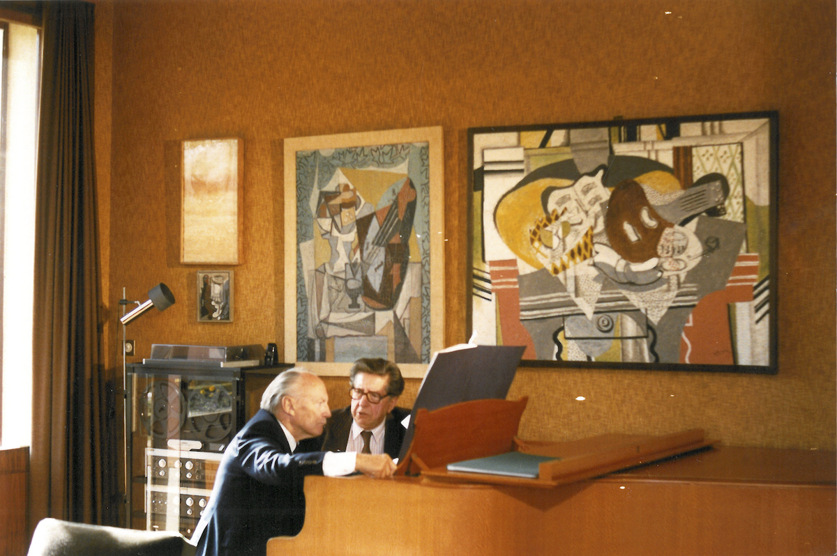 """Paul Sacher et Henri Dutilleux lors de la création de """"Mystère de l'instant"""" dans la propriété des Sacher, 1989. DR"""